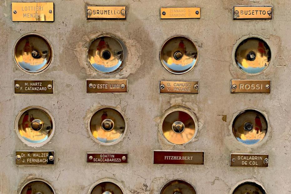 Campanelli venezia Photo by Serge Le Strat on Unsplash