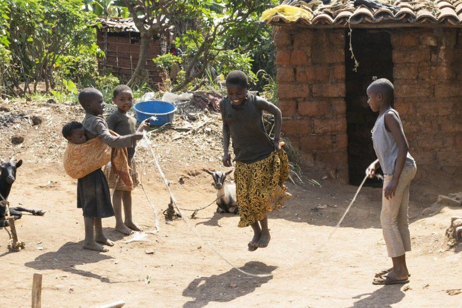 bambini giocano africa